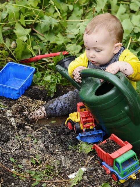 Little gardener in training carolinel blipfoto for Gardening classes near me